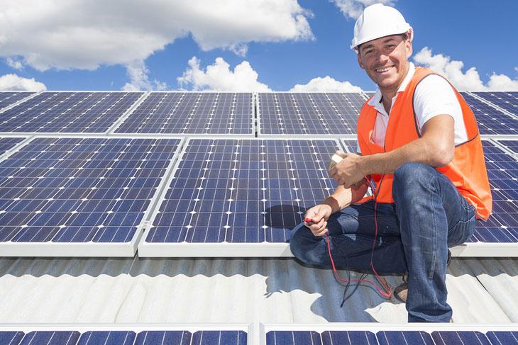 techniker-photovoltaikanlage